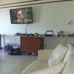 LARGE TV & LOUNGE
