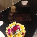 Nice flower arrangement in the bathroom