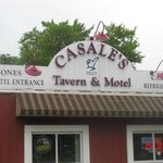 Photo de Casale's Tavern & Motel