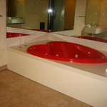 jacuzzi in Cove harbour bathroom