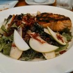Spring mix salad with apples & pears and salmon