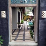 Beautiful kembali lagi guest house - entrance