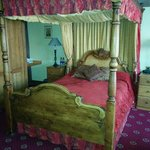 Four poster suitr