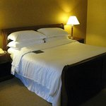 Sheraton Springfield - King Bed Room