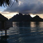 Four Seasons Resort Bora Bora resmi