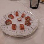 Rollitos de salmon con queso y nueces