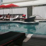 Red South Beach Hotel resmi