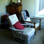 Sitting area for Umpqua room