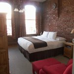 Room 202 King Bed