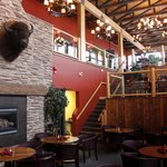 Vimy's Lounge & Grill