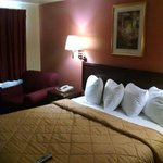 Photo de America's Best Inn & Suites Klamath Falls