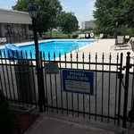 Closed pool
