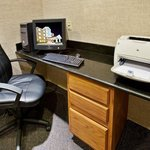 Photo de Holiday Inn Express Hotel & Suites Dallas-Addison