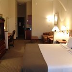 Photo de Holiday Inn Express Suites - Duncanville