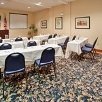 Photo de Holiday Inn Express Hotel & Suites Farmington