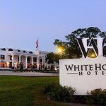 ‪White House Hotel‬
