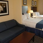 Foto de Holiday Inn Express Hotel & Suites Akron South (Airport Area)