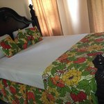 queen bed at the Rayon