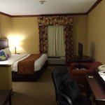King room 2nd floor away from ocean/no balcony.  Nice desk area with pull out lower table.