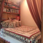 Foto de Romantic Riversong Bed and Breakfast Inn