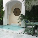 Small plunge pool