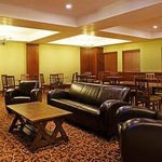 Photo de Holiday Inn Express Hotel & Suites Drayton Valley