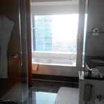 Photo de The Ritz-Carlton Jakarta, Mega Kuningan