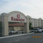 Ramada Watertown resmi