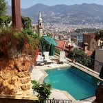 View of the pool and Alanya from Hotel Villa Turka