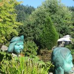 Gorgeous gardens with original scuptures