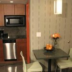 Deluxe Queen Suite with Kitchenette
