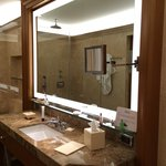 amazing clean bathrooms with big space room 621