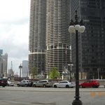 looking at magnificent mile area