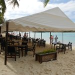 Outdoor dining @ the Barefoot Bar