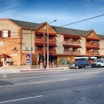Photo of BEST WESTERN Harbour Inn & Suites