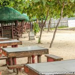 Fernandez Beach and Garden Resort: Tables at the beachfront