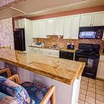 Kitchen and counter. Fully equipped.