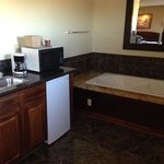 Jacuzzi Tub/Microwave/Mini Fridge #302