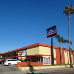 Photo de Howard Johnson Inn And Suites San Diego Area/Chula Vista