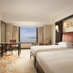 Club Lakeview Twin Guestroom