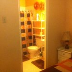 Bathroom en suite. 1-bedroom Apartment, Chelsea Ave.,New Kingston