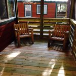 Deluxe cabin- screened in porch