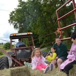 Hull-O Farms, Family Farm Vacations resmi