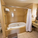 King Executive Spa Suite bathroom