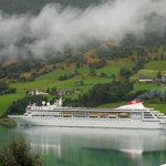 A day cruise ship coming to Olden