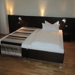 Boardinghaus Koblenz Altstadt: room with bed
