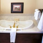 Hunt Country room Jacuzzi, Foxfield Inn