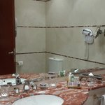 Large bathroom with high quality toiletries and Bulgari body lotion
