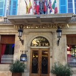 Entrance to the hotel from Place du Forum