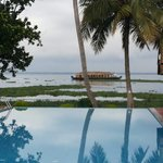 Abad Whispering Palms Lake Resort resmi